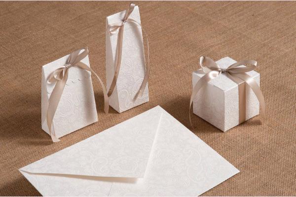 Μπομπονιέρες και προσκλητήριο γάμου λαχούρια
