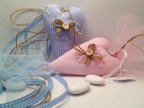μπομπονιέρες βάπτισης με υφασμάτινες καρδούλες για αγόρι και κορίτσι