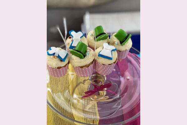 Θεματικά γλυκάκια για στολισμό με θέμα την Αλίκη στη χώρα των θαυμάτων.