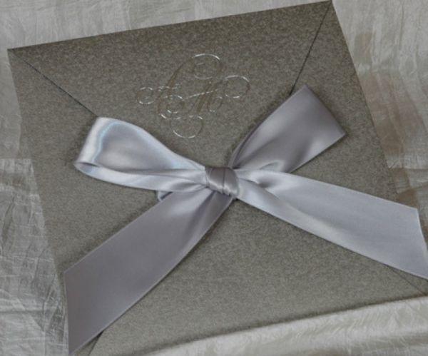 προσκλητήριο γάμου με ειδικό χαρτί σε πολλά χρώματα και παρόμοια σχέδια