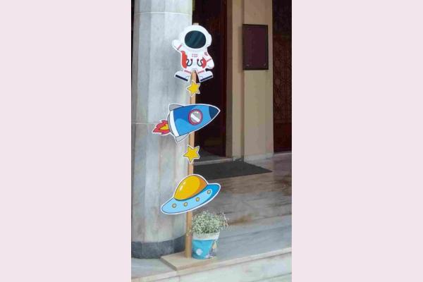 Στολισμός βάπτισης με θέμα το διάστημα.
