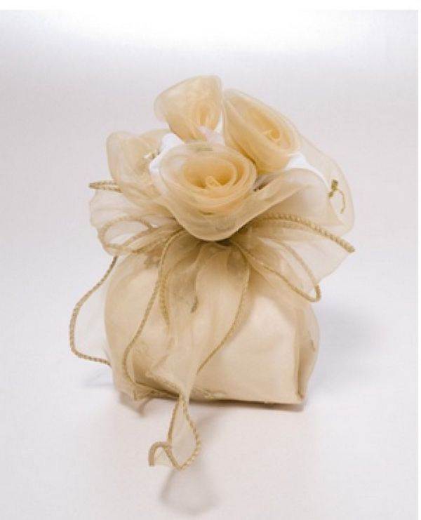 μπομπονιέρα γάμου με πουγκί λουλούδι υπέροχο ύφασμα