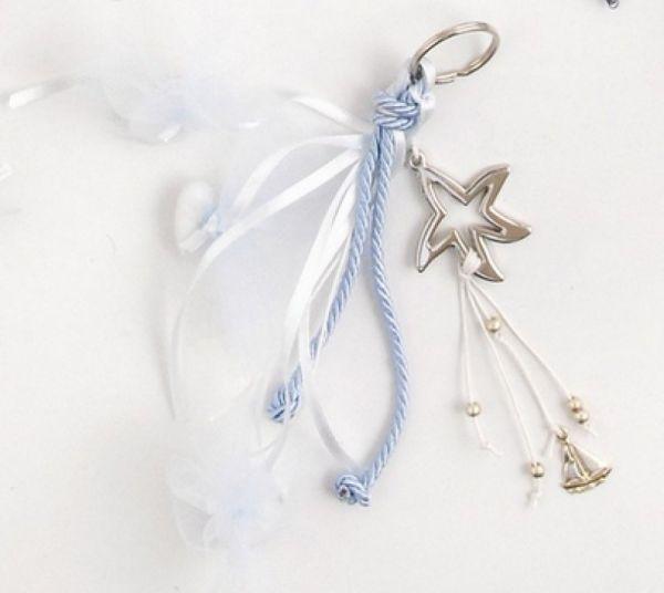 μπομπονιέρα με κρεμαστά κορδόνια κουφέτα και χάντρες με διακοσμητικό μεταλλικός αστερίας