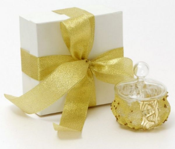 μπομπονιέρα γυάλινο διακοσμητικό με καπάκι σε χρυσό και ασημί έχει δικό του κουτί