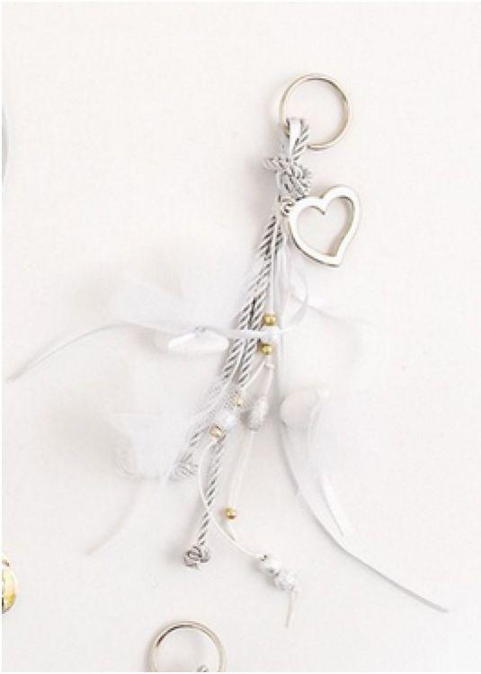 μπομπονιέρα κρεμαστή γάμου με ασημένιες λεπτομέρειες οικονομική μπομπονιέρα εντυπωσιακή επάνω σε δεντράκι