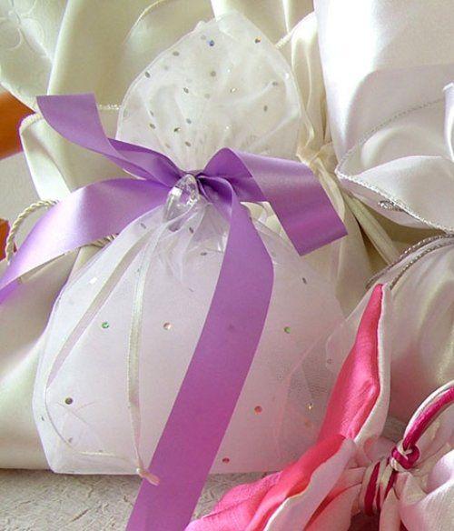 Τούλινη μπομπονιέρα γάμου με στρας