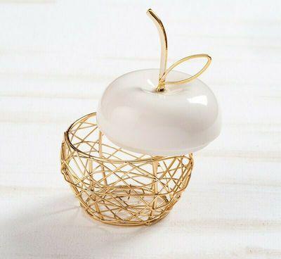 Μεταλλική χρυσή μπιζουτιέρα σε σχήμα μήλου