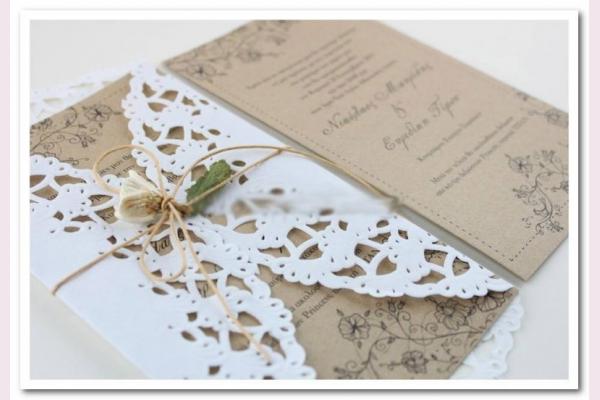 ρομαντικό προσκλητήριο σε συνδυασμό craft λευκό